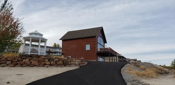 Aspen cabin! Private hot tub, sleeps 26, gazebo!
