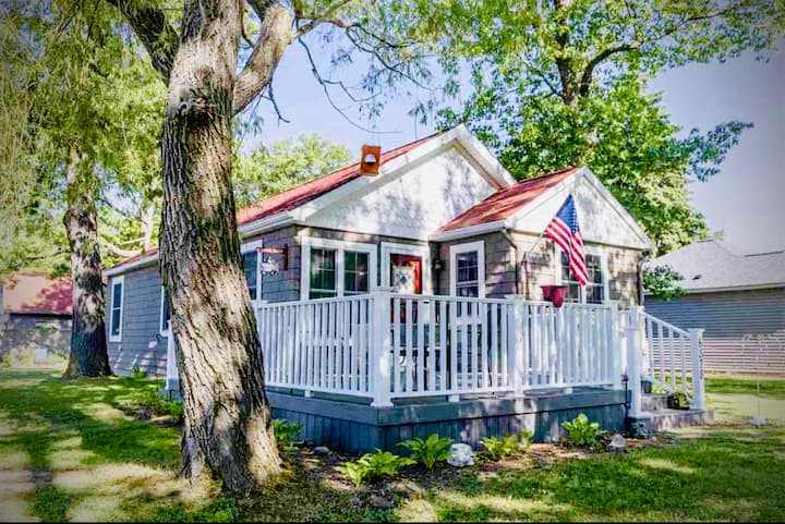 NEW! Comfy Caseville Cottage w/Bikes