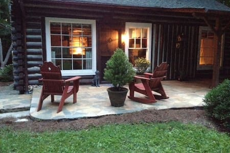 Dog Trot Cabin, secluded city retreat on 8 acres - Cleveland