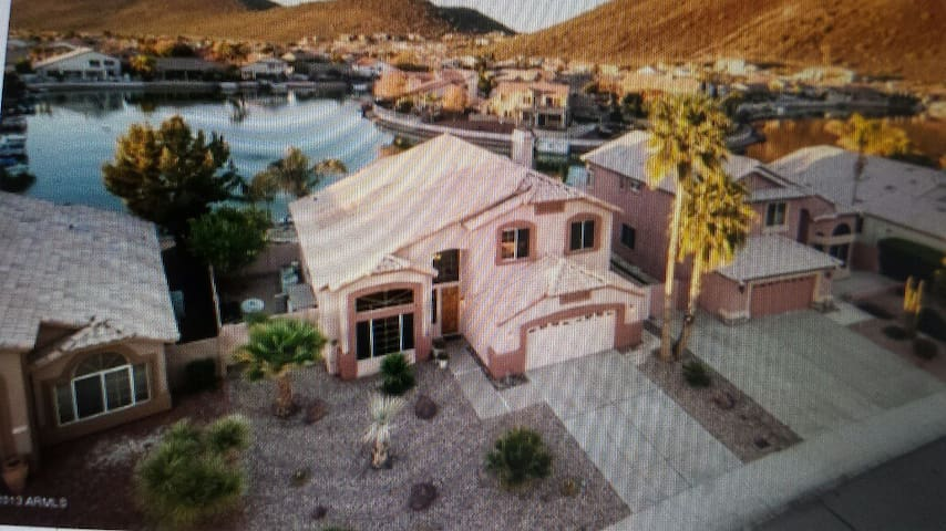 lux resort pool, 18foot boat paddle boat,fishing - Glendale - Appartement