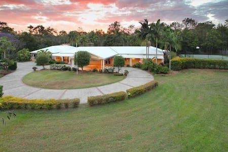 3 Acre Resort Style Retreat - Pool + Tennis Court - Ransome - Domek gościnny