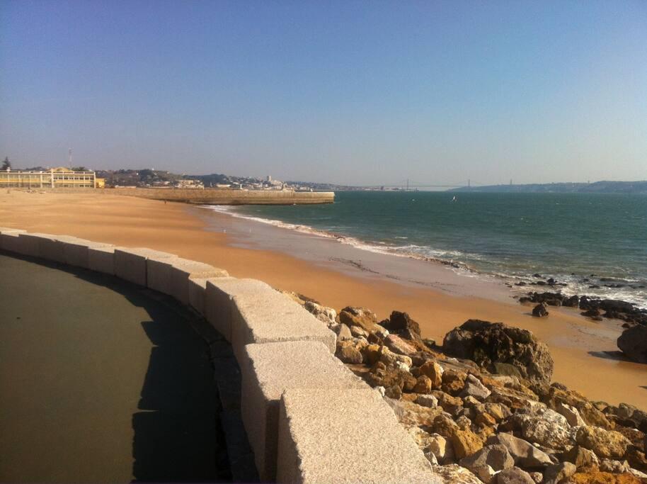 Paço de Arcos beach in 10 minutes by car