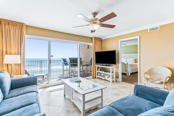 Snowbird-friendly Oceanfront Condo on Fourth Floor w/Shared Pool, WiFi, & Grills
