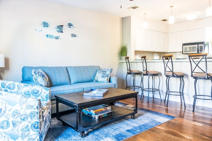 Beachwalk Cottage: Home comfort steps to the beach