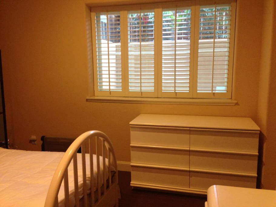 Sunny and bright room with backyard available
