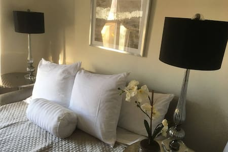 Glam Private Bedroom 6 stops to Time Square - New York - Lejlighed