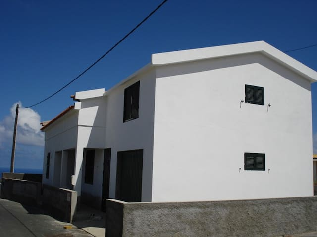 Para Venda Camacha Porto Santo Madeira 135mil € - Porto Santo Island - House