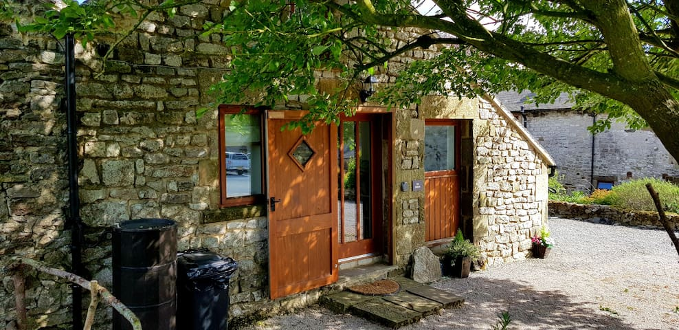 Chestnut Farm Holiday Cottages-The Farrows-sleeps4