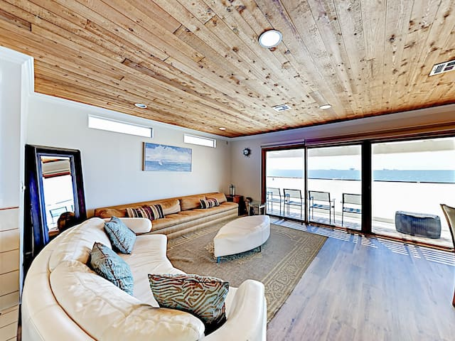 Beachfront Duplex w/ Balcony & Ocean Views!
