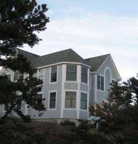 Spacious Family Getaway+island views+ 4BD/8 guests
