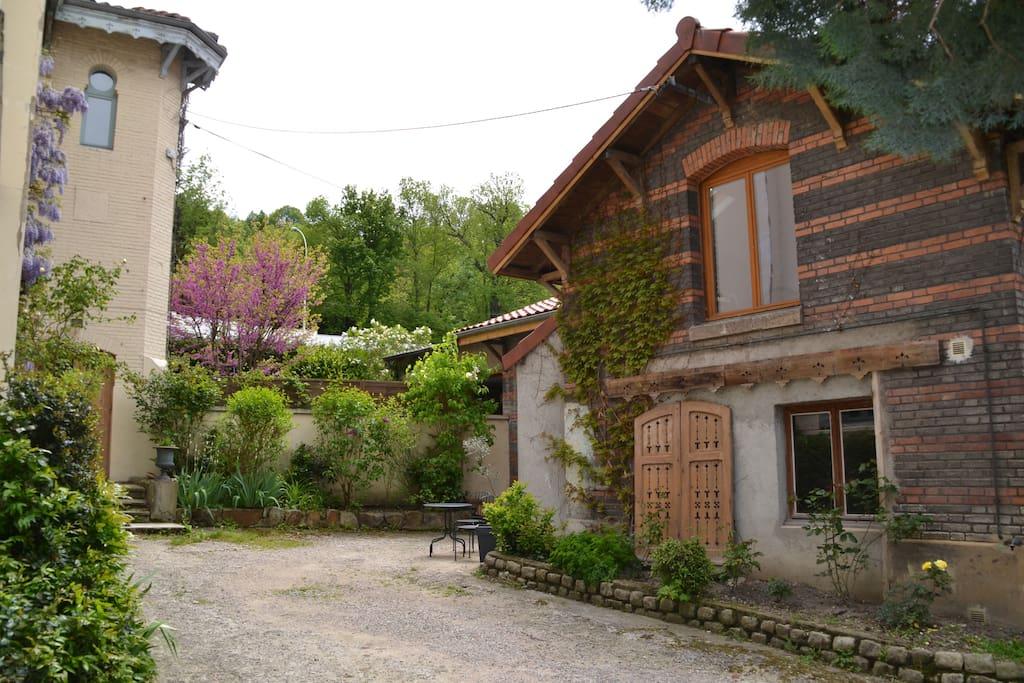 Dans jardin maison avec 3 chambres pour 6 ou 7 p houses for rent in saint tienne auvergne - Maison jardin orlando menu saint etienne ...