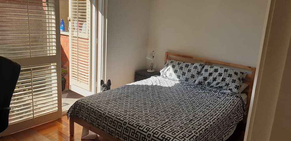 Large furnished private room in shared house!