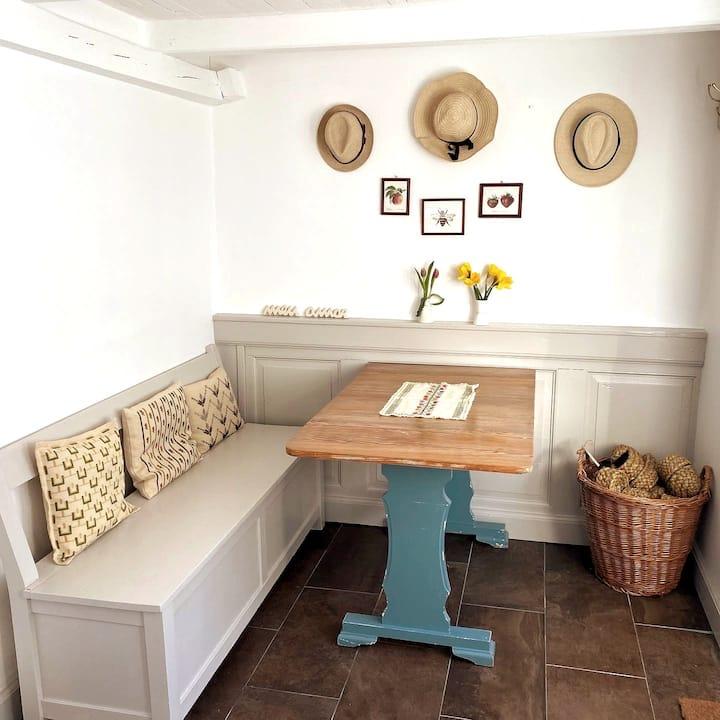 Gæstehus på lille bondegård hos dansk/japansk par