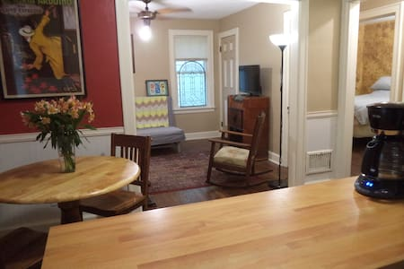 Wonderful Downtown Ferndale Apt**Superb Location** - Ferndale