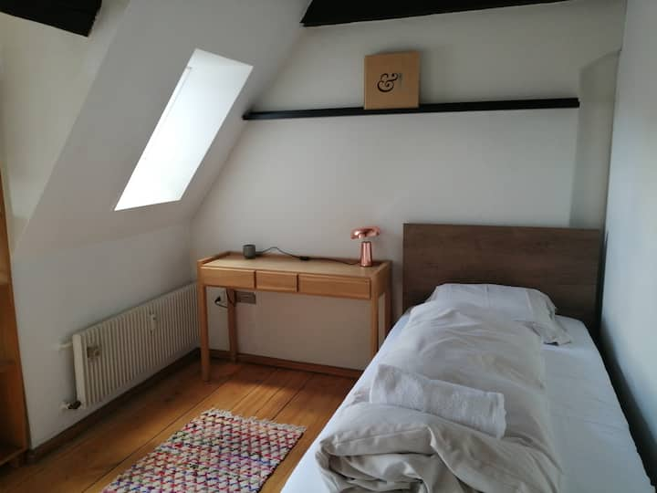 Cosy single room in townhouse