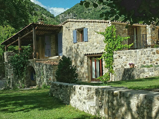 Provençaalse authentieke villa in natuurpark