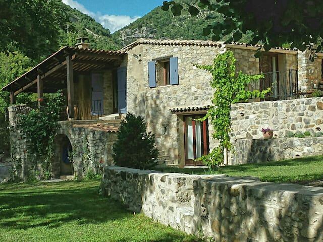 Provençaalse authentieke villa in natuurpark