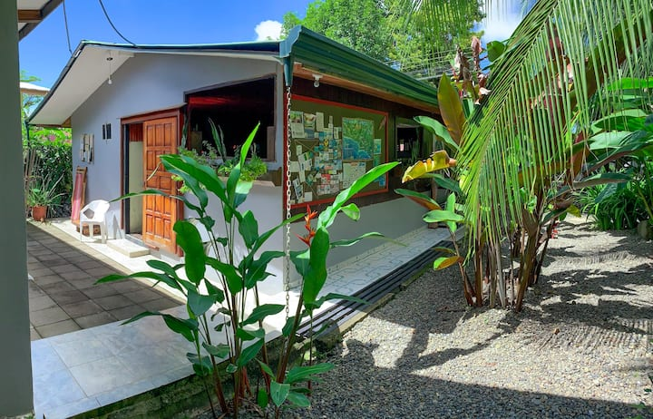 Double Room-shared bathroom-Tropical Garden-Uvita