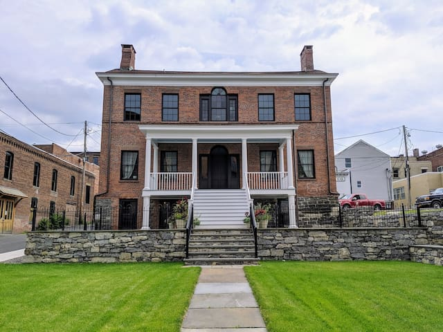 Romantic 1812 Federal Home, Newly Restored