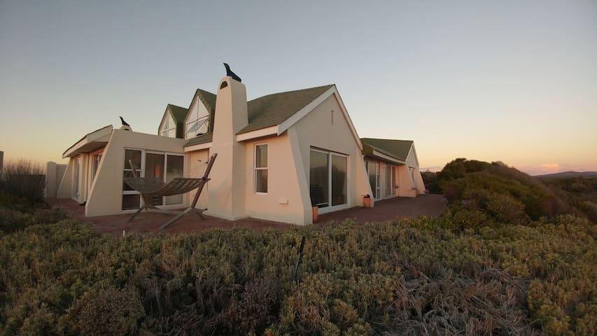 88 Sunbird - Table Mountain Facing- Beach house.