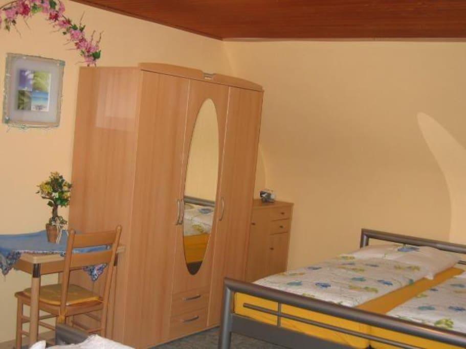 Vierbett Schlafzimmer mit 2 Doppelbetten im OG