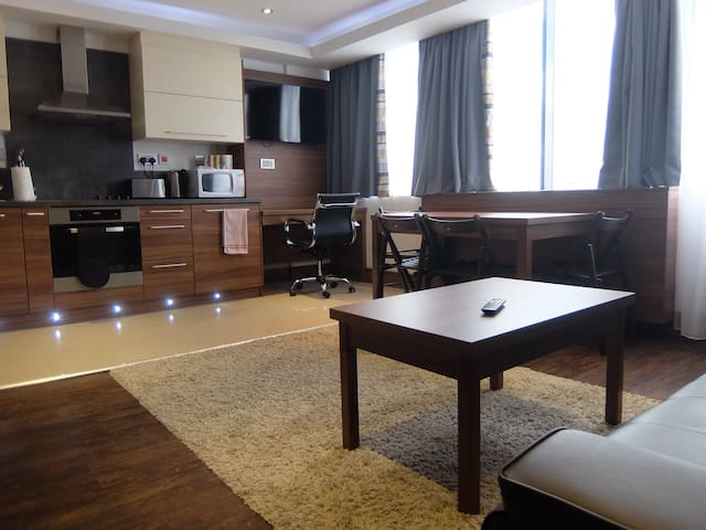 2 bed 2 mins from the station in a hotel facility - Watford - Apartment