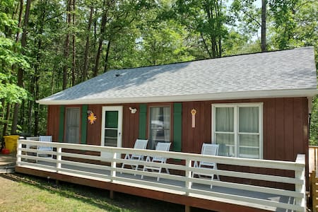 Lake Anna Access House on wooded lot.