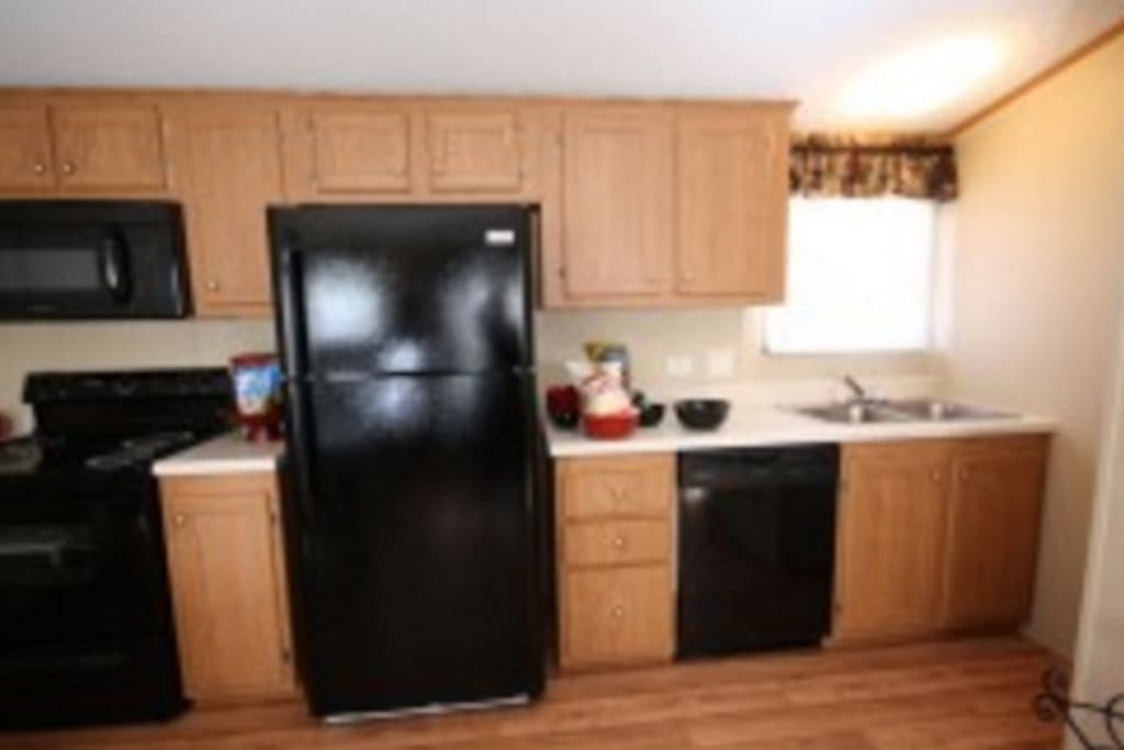 Kitchen, Bedrooms, TV, Bedding, Full Bath