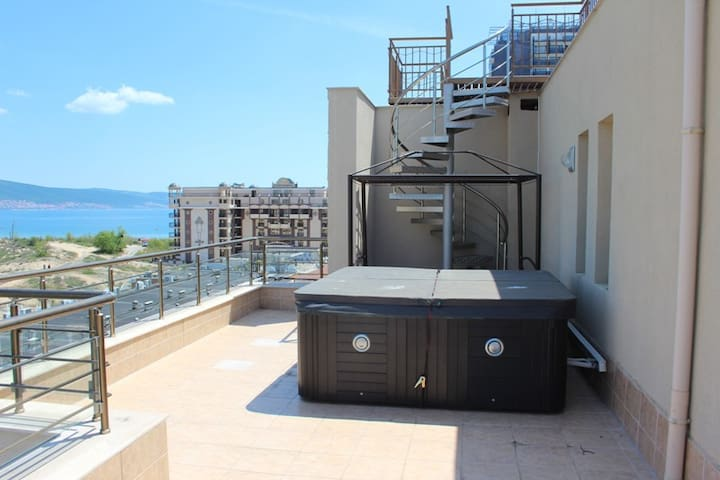 Luxury Apartment on 1-st line with sea views - Sunny Beach