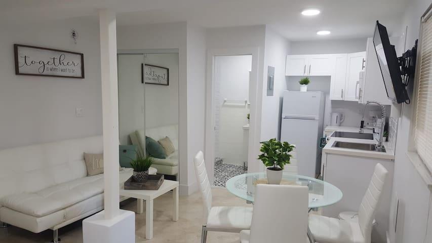 ❀#3: Studio ❀ Great Location Near Las Olas & Beach