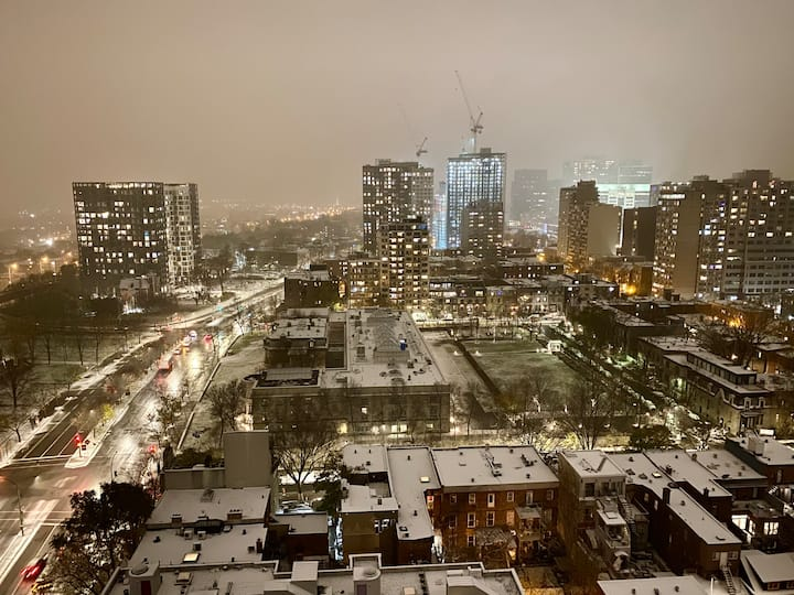 Downtown Montreal Studio with a View !!!