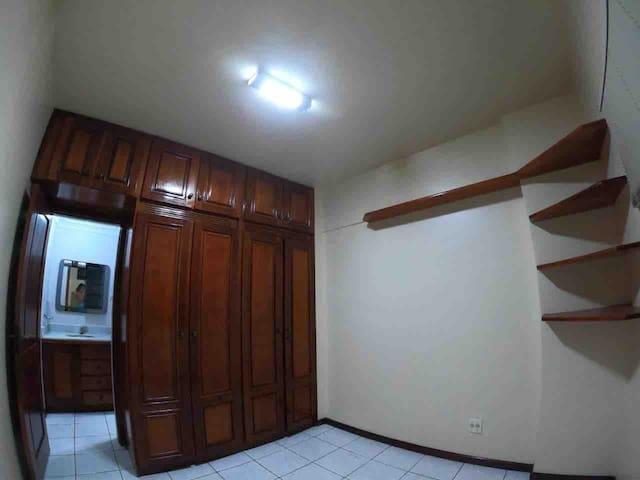 Quarto privativo em apartamento no centro de Belém