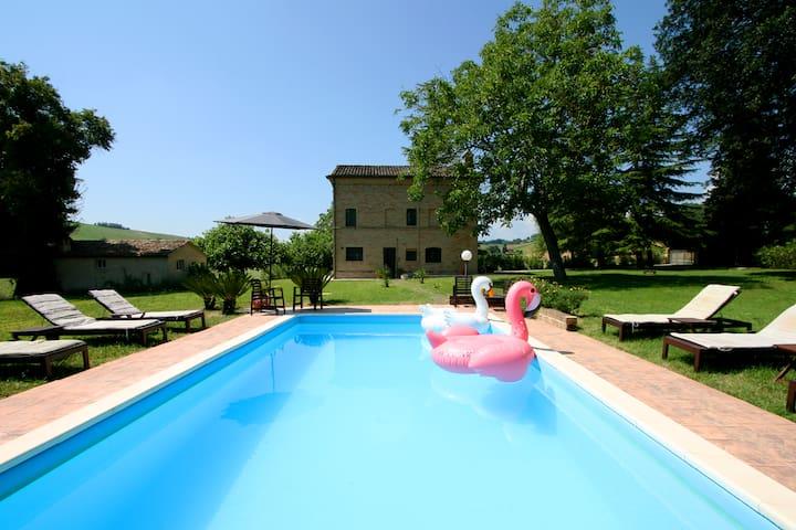 Family friendly chic Italian farmhouse with pool