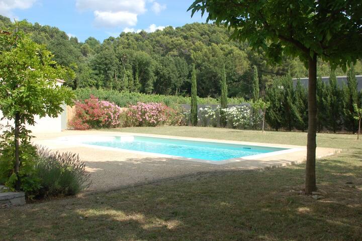 Très belle villa avec jardin et piscine