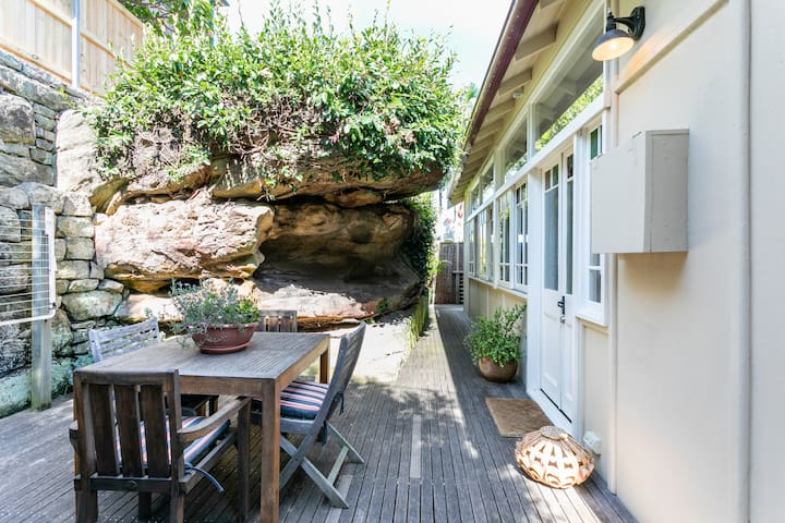 View as you enter the property, with front door to the right.  Privacy on all sides is guaranteed and the courtyard is safe for children to freely play.