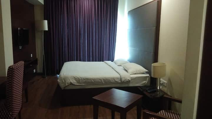 luxurious room in Pathankot near Railway Station.