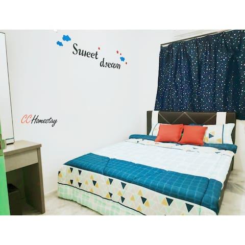 ✿ Bedroom 2 (Sweet Dream theme)  Master Room: Queen size bed + mirror set+ extra floor mattress if keen.  ~卧室 2 (甜蜜美梦主题) 主房: 双人床 +镜子柜 + 如需要可加额外床垫。