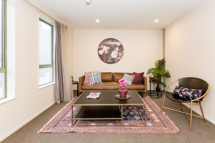 Cosy Up In This Homely And Restful Space In CBD
