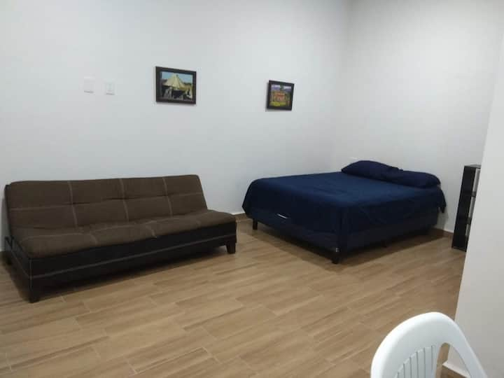 Downtown new private studio, 12min from beach #4