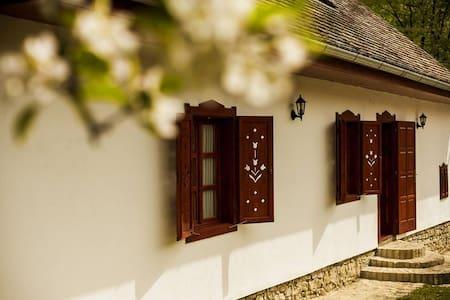Tulip House - Monyoród - 小屋