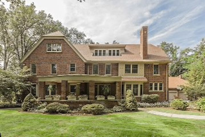 Updated mansion 15 minutes from RNC - Cleveland Heights - Haus