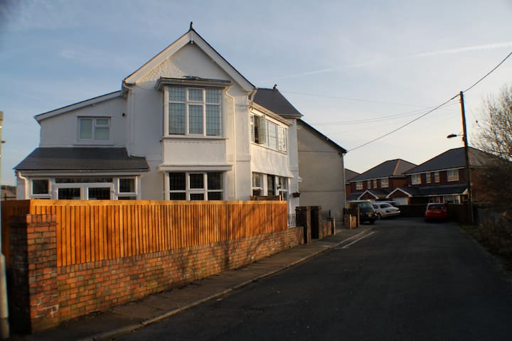 Beautiful period townhouse near the Brecon Beacons - Tredegar - บ้าน