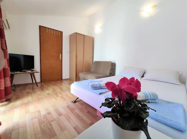 Small studio Rosa 10 in Bečići