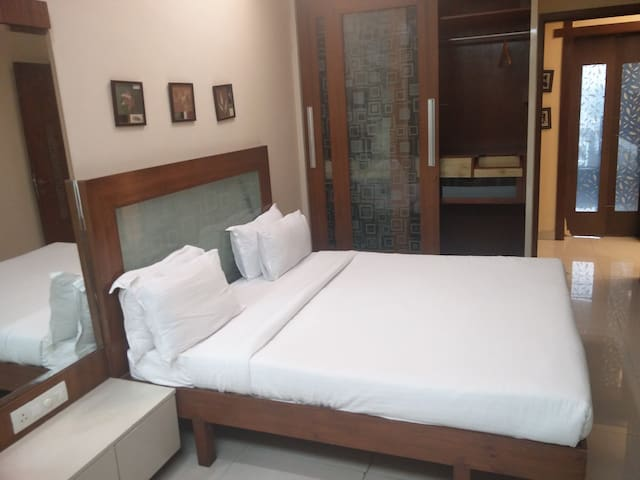 Private Room with in 3BHK near BKC - Mumbai