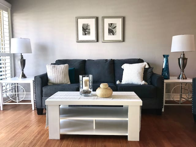 Camelback Condo in the Heart of Old Town