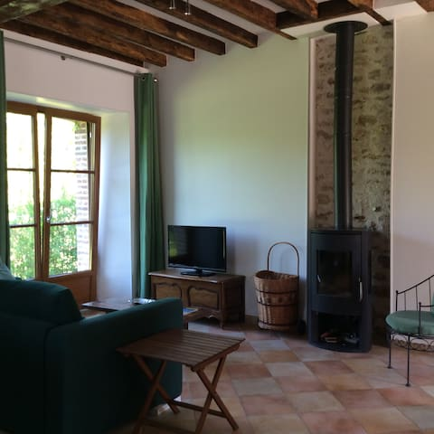 Cottage in 8HA gardens with  lake, Paris 80km