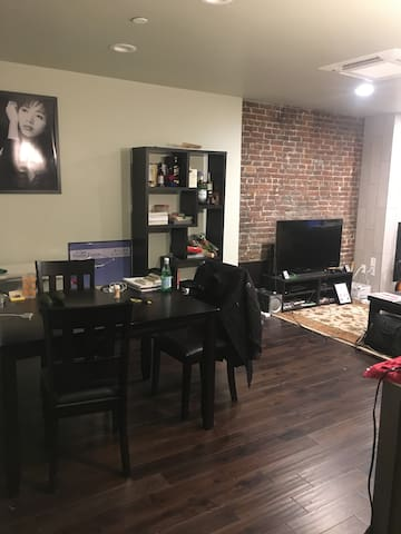 Top Floor Modern 1 Bed w/ Private Deck in Southie - Boston - Apartment