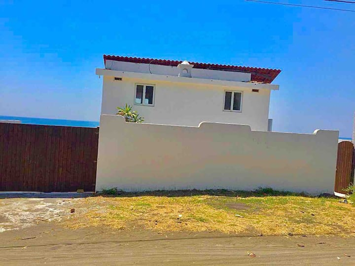 Villa exclusiva frente al mar, con piscina privada