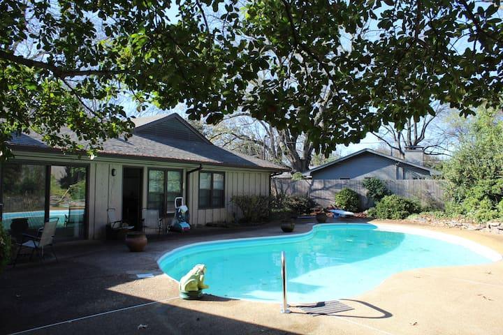Cool Mid-Century Pool House