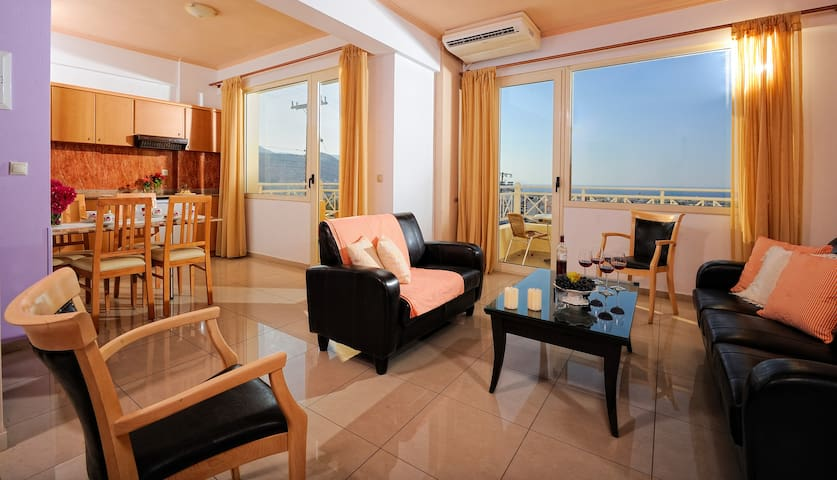 Family Suite Sea View Share Pool with Breakfast - Malia